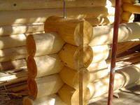 Конструкция опоры столба крыльца (зазор между столбом и парапетом - с учетом будущей усадки дома)